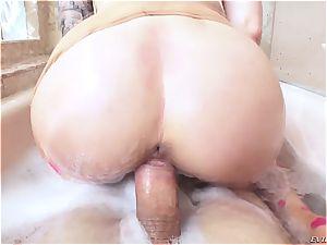 Marley Brinx likes deep rectal bang-out after bath