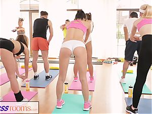 FitnessRooms amazing arses on flash before lesbian stunners