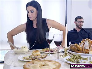 mom ravages sonnie And gobbles creampie For Thanksgiving handle