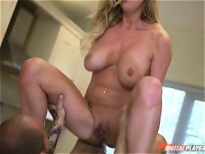 Meat pole tonguing Aletta Ocean and Lexi Lowe get crammed in the minges