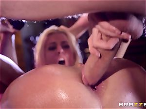 Monster dick slips into mouth-watering cootchie slot of Jessie Volt