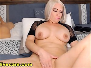 molten cougar Doing super-naughty On web cam