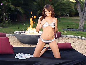 cool Ariana Marie shows of her super steamy figure