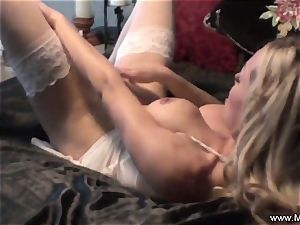 onanism in bed by cougar Mia