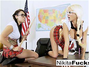 Classroom teasing leads to sapphic smashing