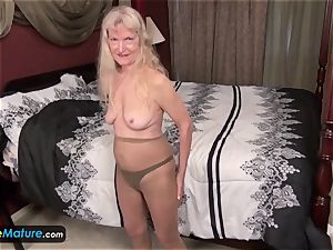 Cindy and Sami granny getting off