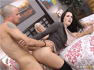 Riley Jenner and Bianca Breeze anal invasion 3some