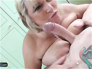 AgedLovE Mature plumper ash-blonde Alisha gonzo