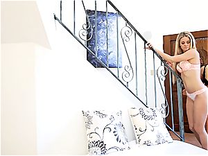 teenager beauty Megan Rain makes Jessa Rhodes jizm