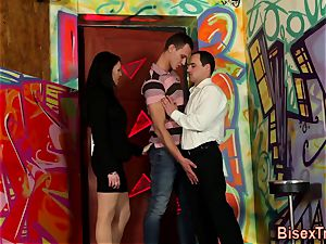 bisexual threesome jizz