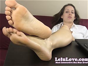 secretary teases and teases you with her bare feet