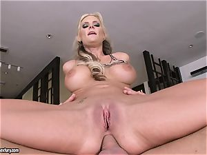 buttfuck lover Phoenix Marie bounces her culo on a large sausage